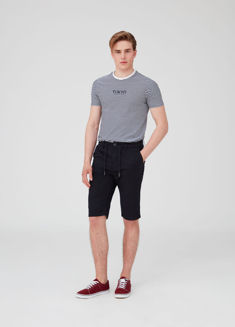 Solid colour cotton shorts with drawstring