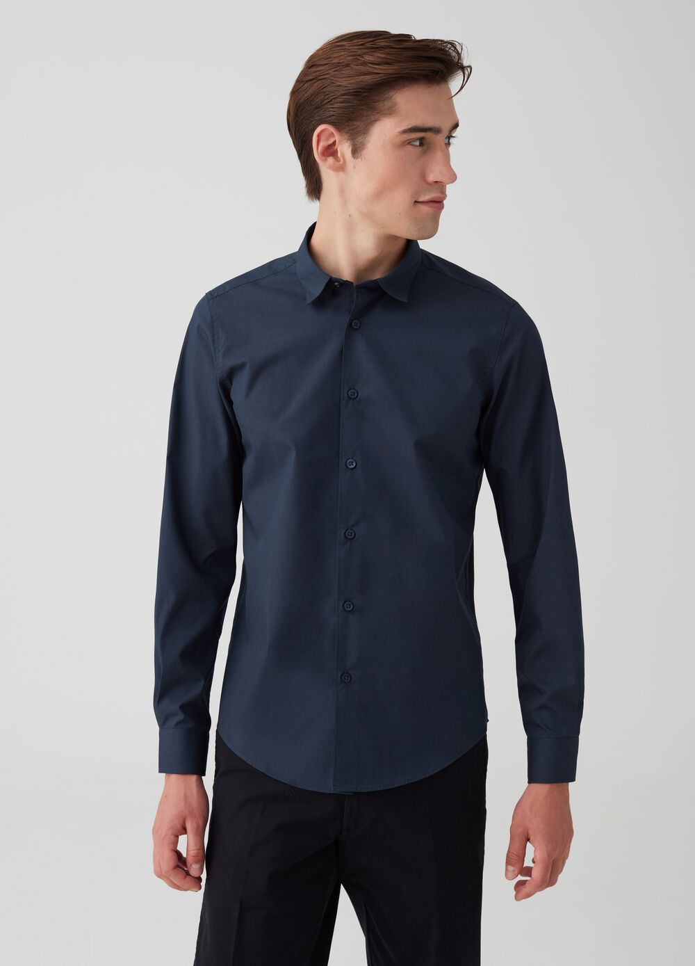 Regular-fit shirt with cutaway collar