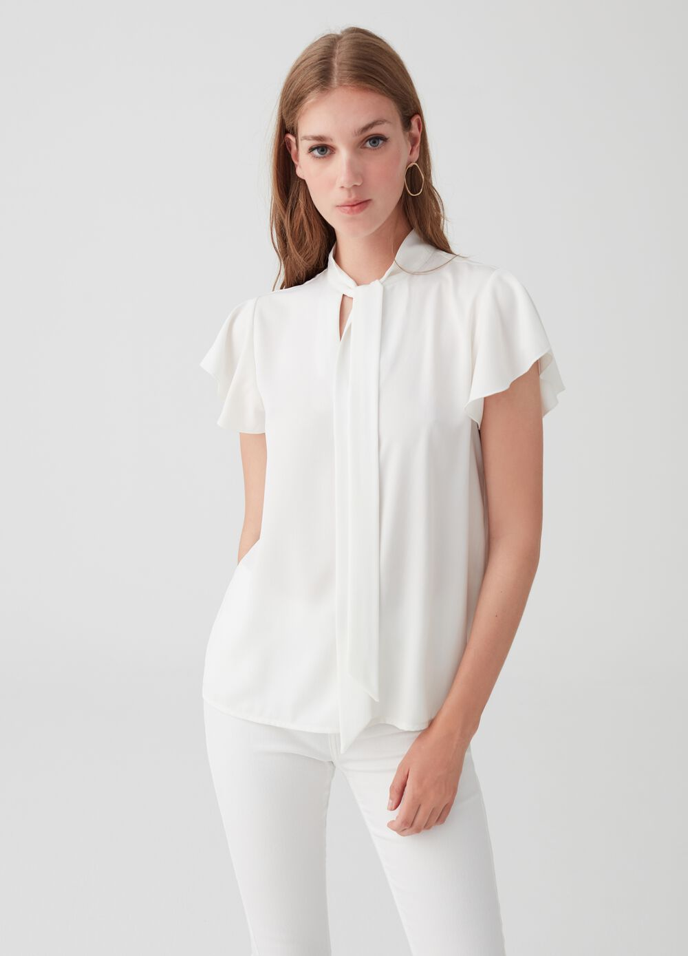 Short-sleeved blouse with ruffles and neckline with bow