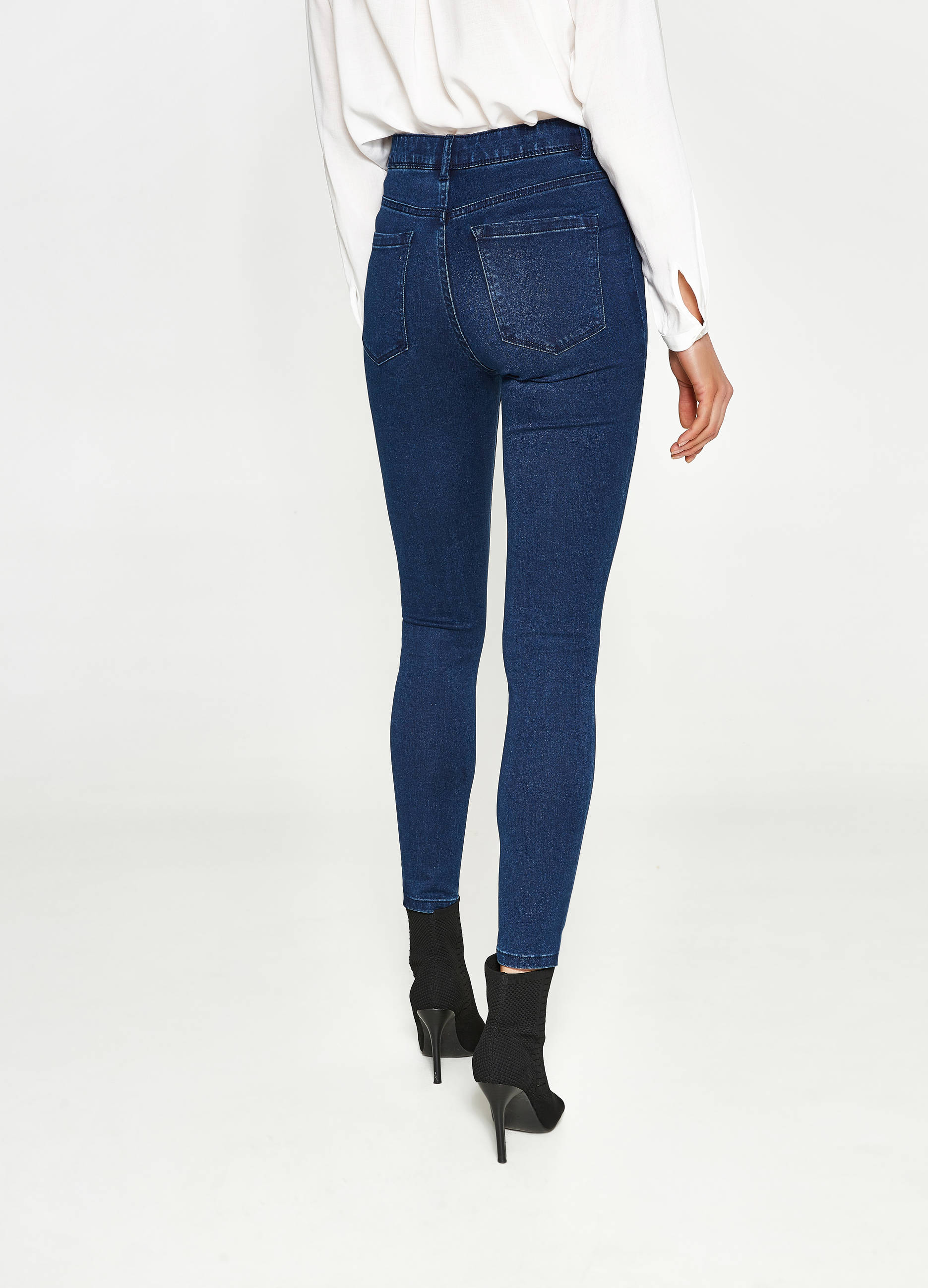 Aug 02, · One is more skinier than the other, mostly for those really super skinny peope. Try going to the store and trying on the pairs you like in the different styles and sizes and see which one fits you best and most ciproprescription.ga: Resolved.